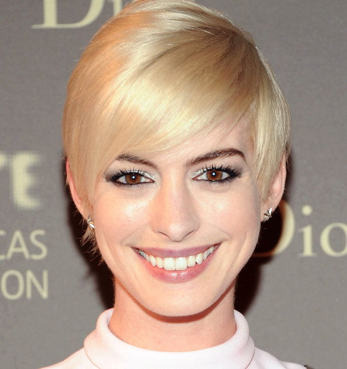 الشقراوات Vs. Brunettes - Slider - Hathaway Blonde
