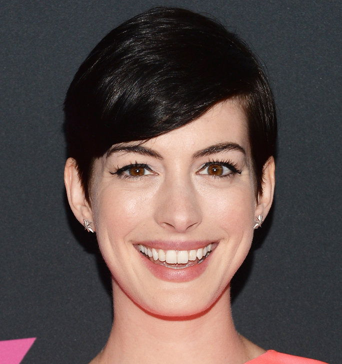 الشقراوات Vs. Brunettes - Slider - Hathaway Brunette