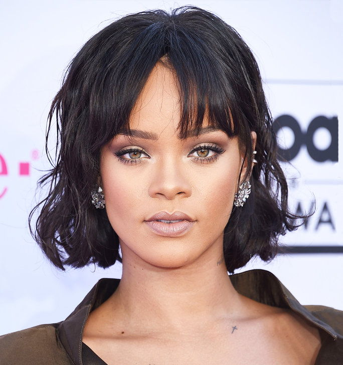 الشقراوات Vs. Brunettes - Slider - Rihanna Brunette
