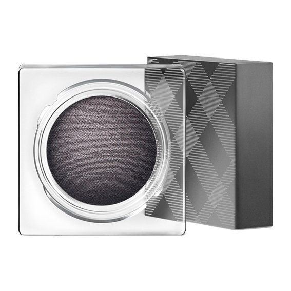 Бурберри Beauty Eye Colour Cream in Charcoal ($30; nordstrom.com)