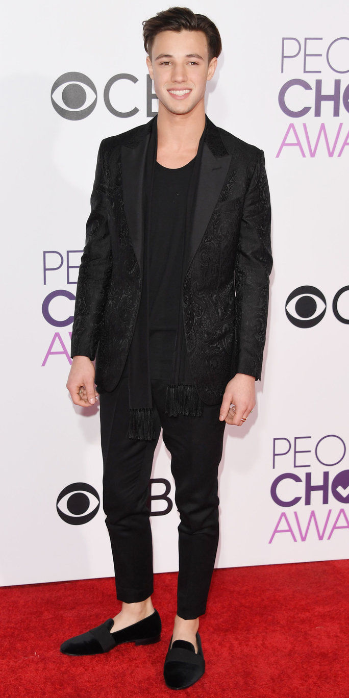 LOS ANGELES, CA - JANUARY 18: Internet personality Cameron Dallas attends the People's Choice Awards 2017 at Microsoft Theater on January 18, 2017 in Los Angeles, California. (Photo by Alberto E. Rodriguez/Getty Images)