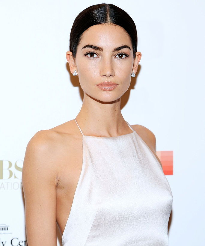 У стилу March 2017 DIA Lily Aldridge - Lead