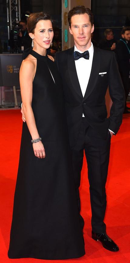 صوفي Hunter in a black halterneck gown and Benedict Cumberbatch in a tuxedo.
