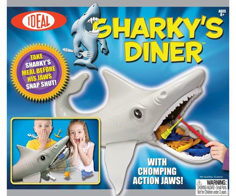 Идеално Sharky's Diner Board Game and Slinky