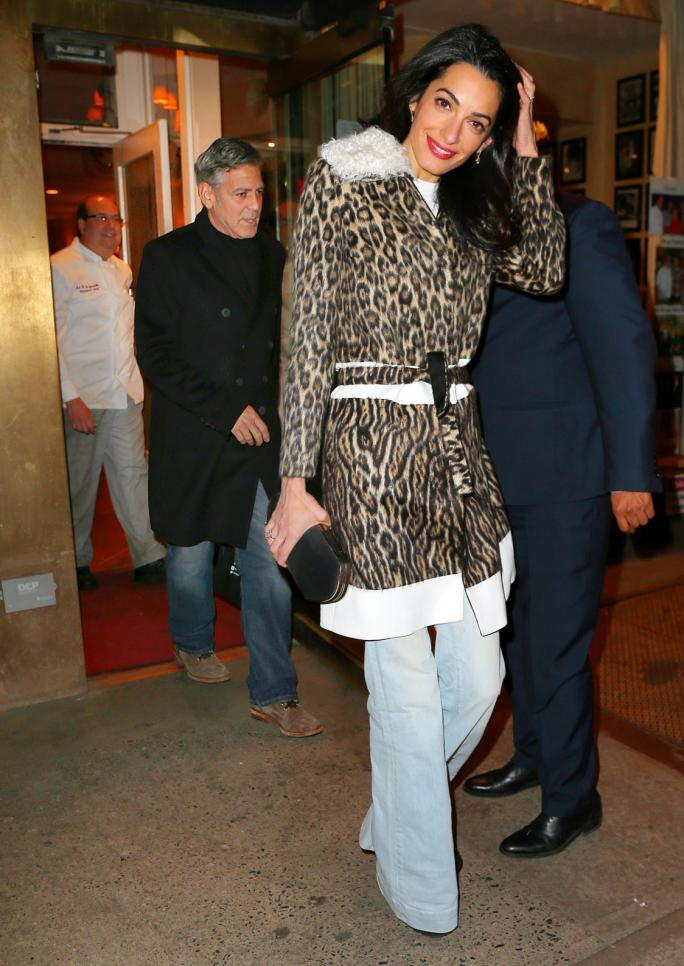 ЕКСКЛУЗИВНО: George Clooney and Amal Clooney have dinner with George's mom Nina Bruce Warren at Patsy's in NYC