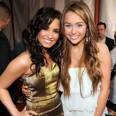 Деми Lovato, Miley Cyrus in Sheri Bodell, 2009 Kids Choice Awards, Los Angeles