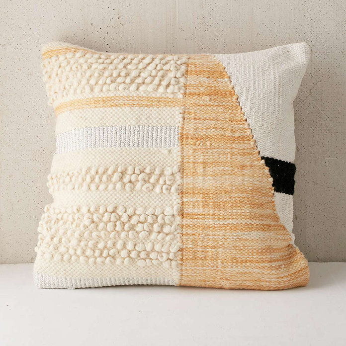 Цолорблоцк Woven Loop Pillow