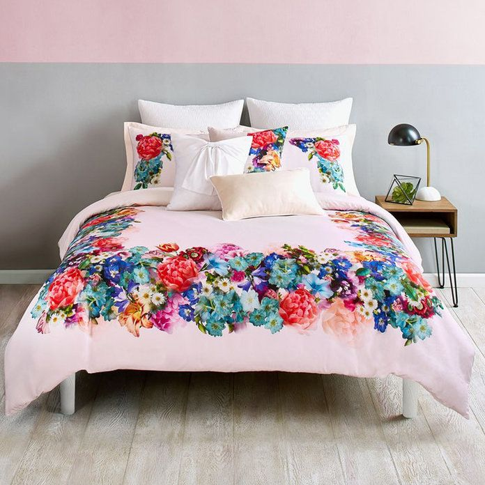 Фокусирај Bouquet Comforter and Sham Set