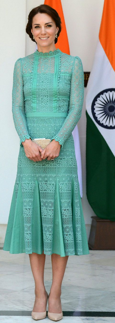 بريطانيا's Catherine, Duchess of Cambridge looks on ahead of a lunch event with India's Prime Minister Narendra Modi at Hyderabad House in New Delhi on April 12, 2016.
