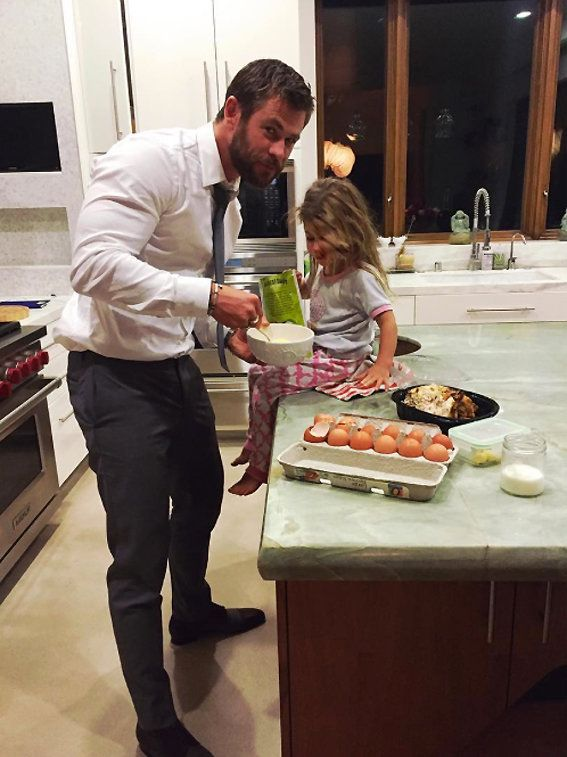 كريس Hemsworth and his daughter, India Rose