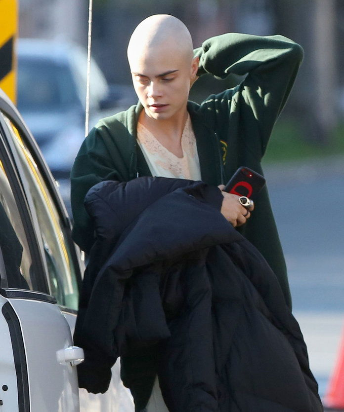 Цара Delevinge Shaved Head - EMBED