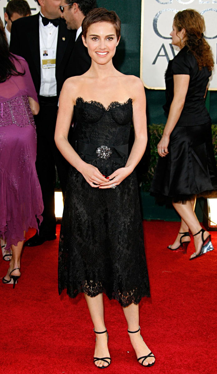 Ин Chanel Haute Couture at the Golden Globe Awards in L.A. (2006)