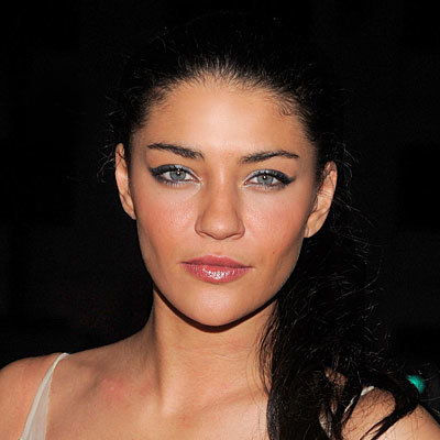 جيسيكا Szohr-set makeup with mist-Tina Turnbow-CW Network Upfront presentation