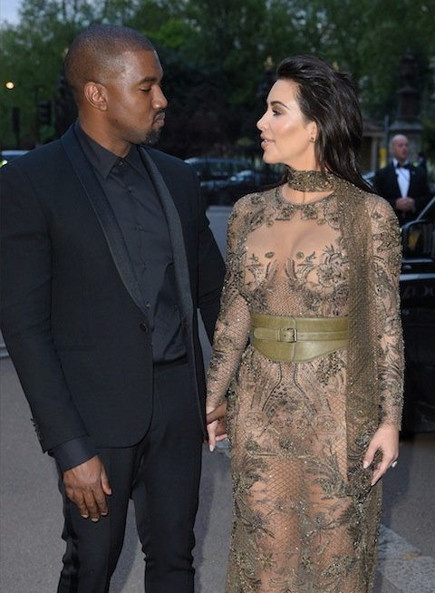 LONDON، ENGLAND - MAY 23: Kanye West and Kim Kardashian West arrive for the Gala to celebrate the Vogue 100 Festival at Kensington Gardens on May 23, 2016 in London, England. (Photo by Karwai Tang/WireImage)