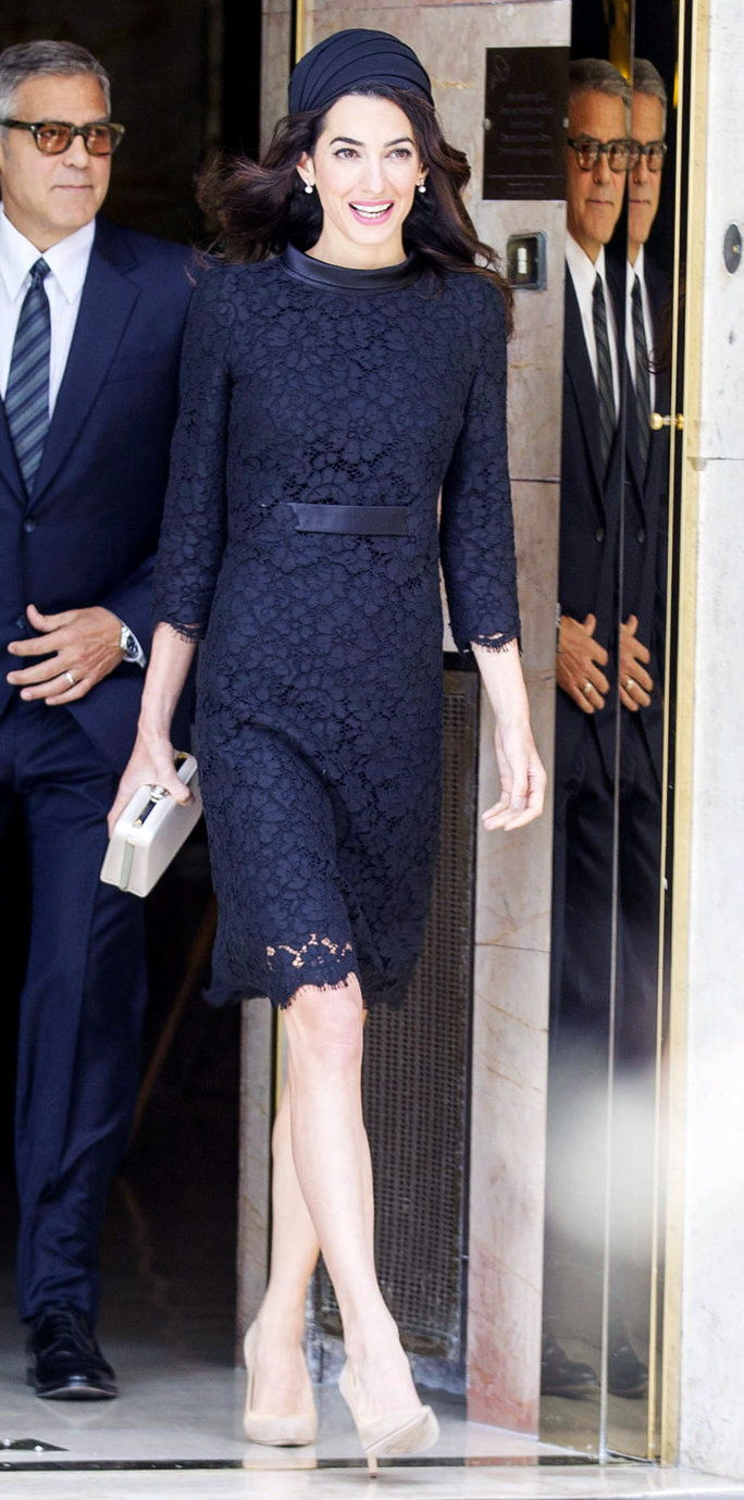 Георге and Amal Clooney leaving their hotel in Rome and heading to the Vatican