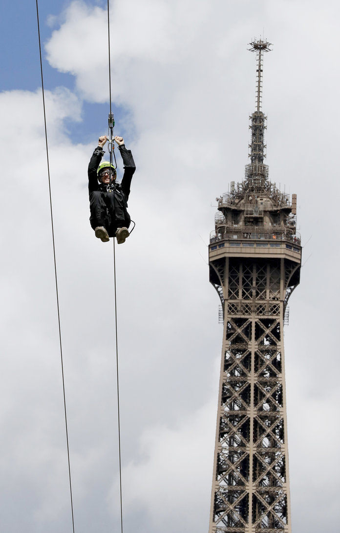 ايفل Tower Zip Line 2
