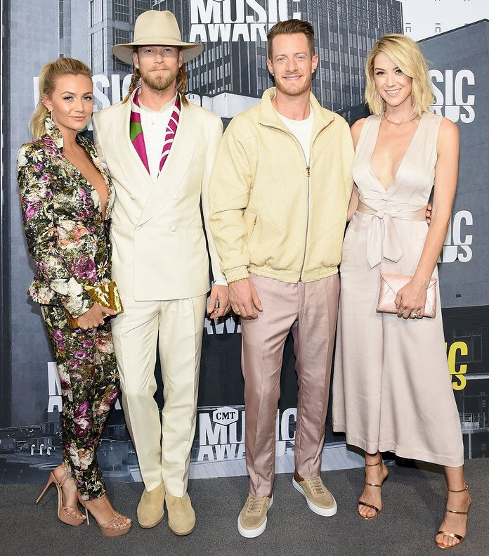 Бриттнеи Marie Cole, singers Brian Kelley and Tyler Hubbard