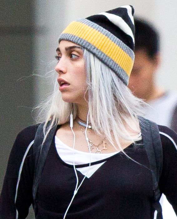 Ексклузивно ... Lourdes Leon Rocking Silver Hair In NYC