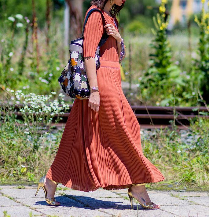 MILAN، ITALY - JUNE 20: Natasha Goldenberg wearing a maxi dress and bucket bag outside Gucci during the Milan Men's Fashion Week Spring/Summer 2017 on June 20, 2016 in Milan, Italy. (Photo by Christian Vierig/Getty Images) *** Local Caption *** Natasha Go