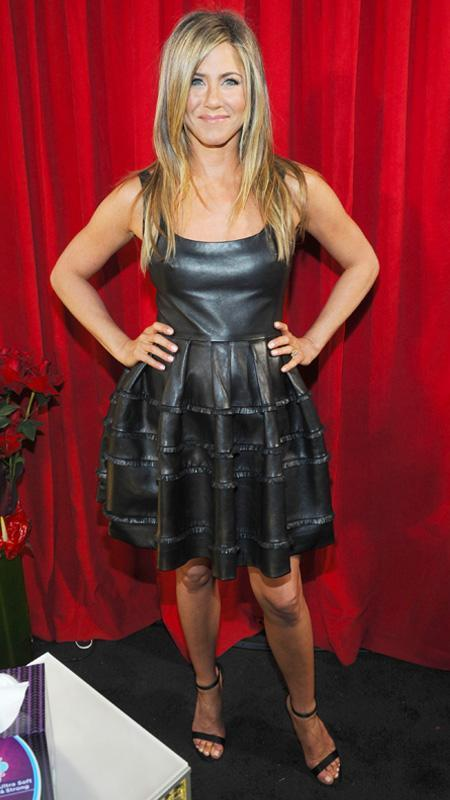 جنيفر Aniston little black dress