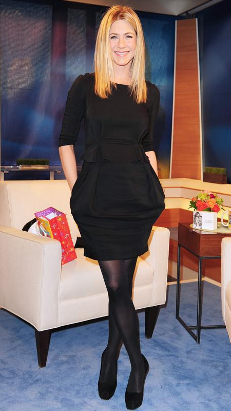 جنيفر Aniston little black dress and black tights
