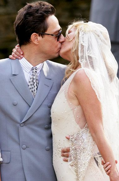 Кате Moss and Jamie Hince wedding kiss