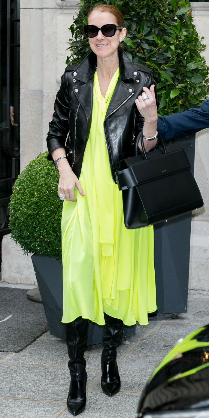 في NEON YELLOW BALENCIAGA