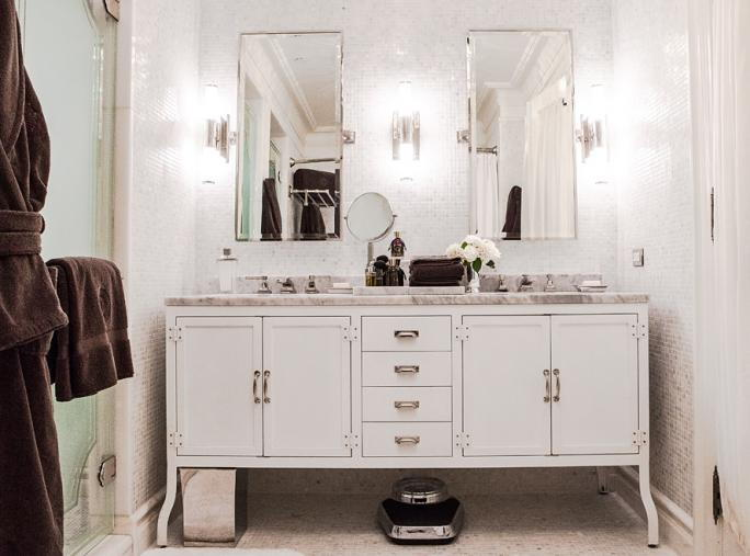 فيتزجيرالد Suite at The Plaza - bathroom furnishings by Restoration Hardware