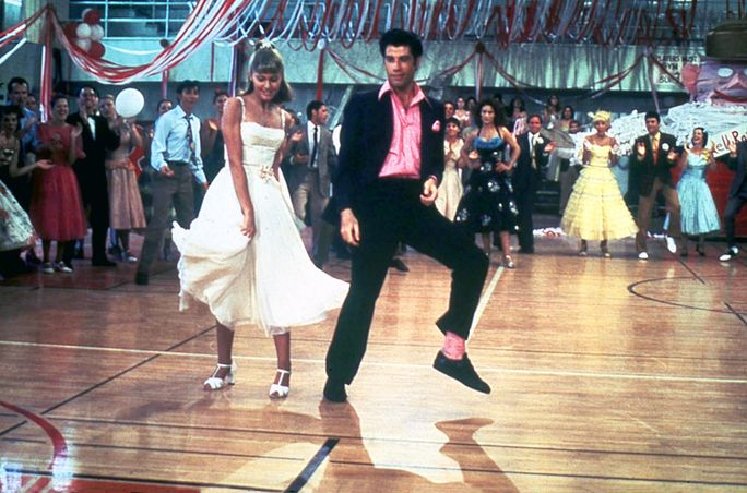 شحم، GREASE US 1978 OLIVIA NEWTON-JOHN JOHN TRAVOLTA Date 1978. Photo by: Mary Evans/PARAMOUNT PICTURES/Ronald Grant/Everett Collection(10316238)