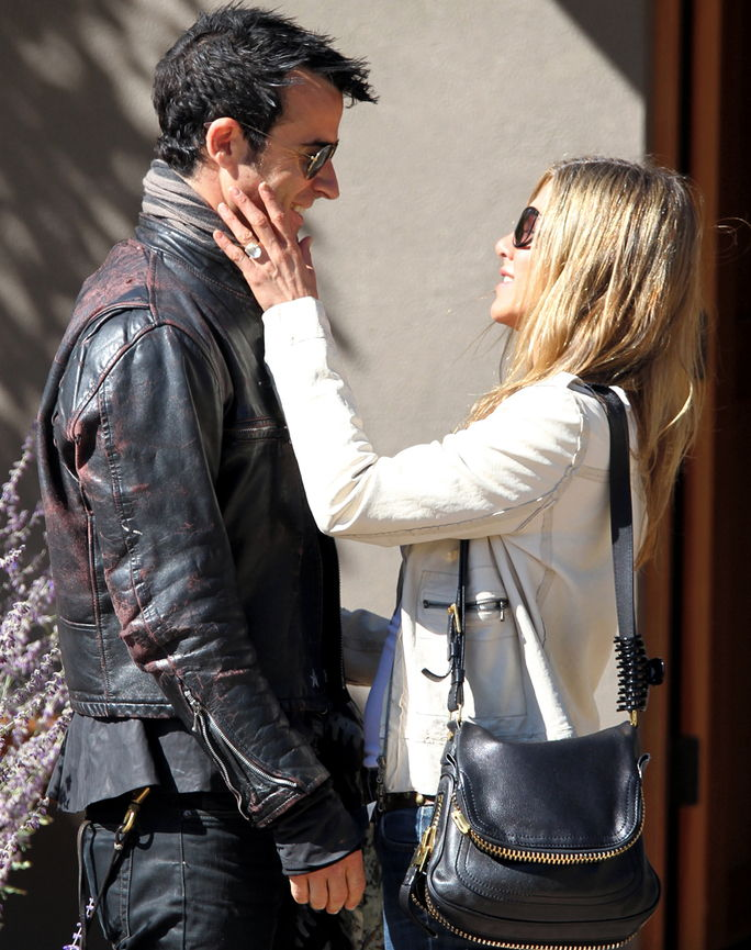 Јеннифер Aniston and Justin Theroux October 6, 2012