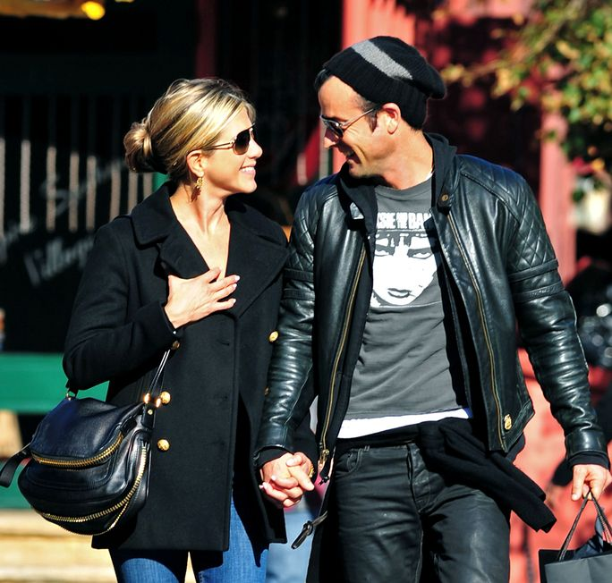 еннифер Aniston and Justin Theroux SEPTEMBER 18 2011