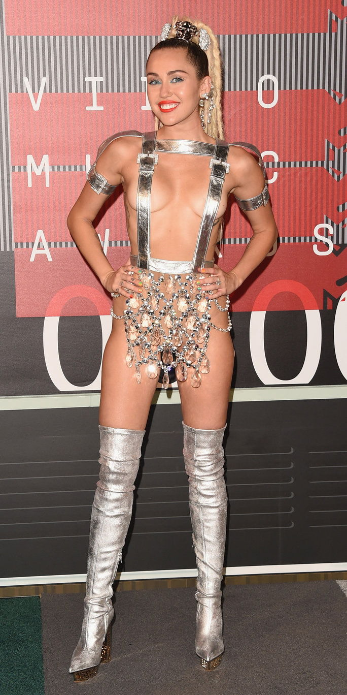2015 MTV Video Music Awards - Miley Cyrus in Versace