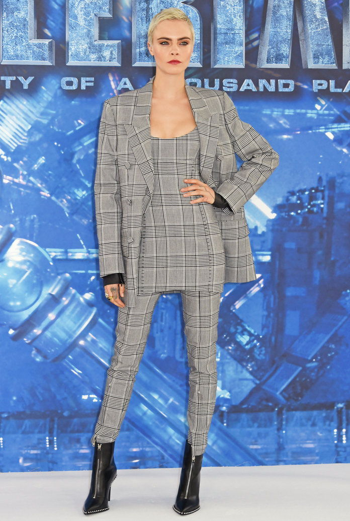 Цара Delevingne Gray plaid suit