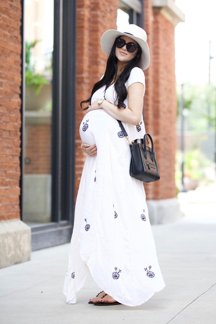 أكثر تسطحا your bump with a flowy maxi