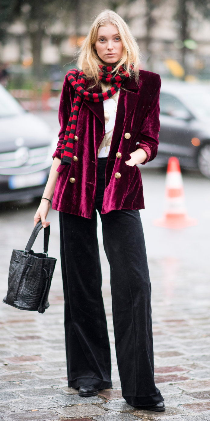 Елса Hosk in a burgundy velvet coat