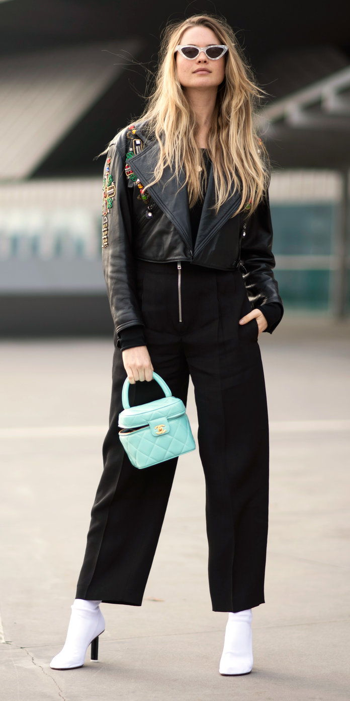 Бехати Prinsloo with a pop-of-color bag