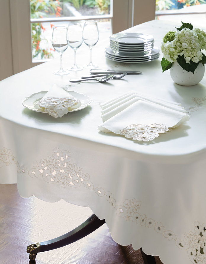 الليزر Cut Tablecloth with Napkins