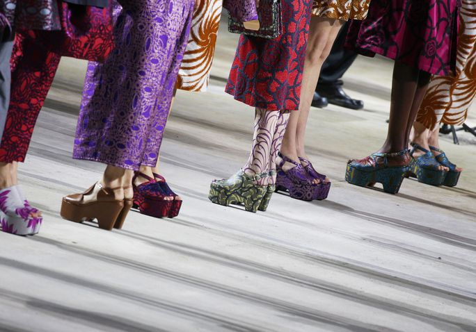 يجفف Van Noten : Runway - Paris Fashion Week Womenswear Spring/Summer 2016