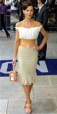 Кате Beckinsale in Givenchy, 2001