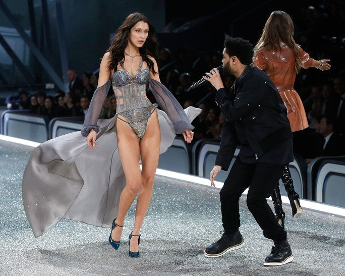 Белла Hadid and The Weeknd Came Face-to-Face on the Runway