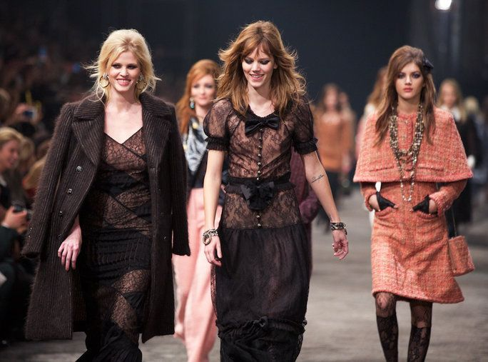 Цханел Closes with Lara Stone and Freja Beha Erichsen
