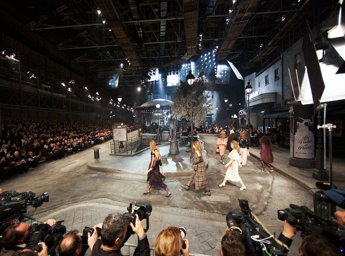 Лагерфелд's #ParisInRome Set for Chanel