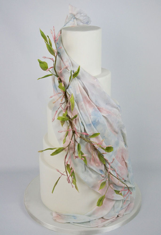 Madison Lee, who crafted this hand-painted this watercolor ombre draping of Rose Quartz and Serenity out of sugar.