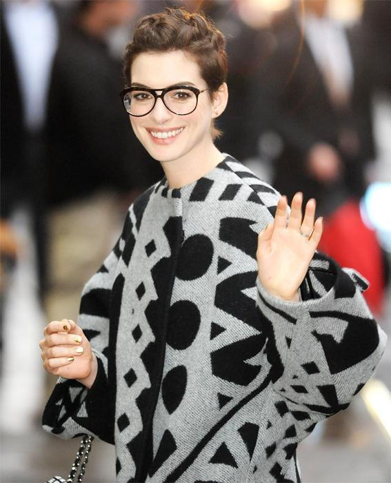 المشاهير in Glasses: Anne Hathaway