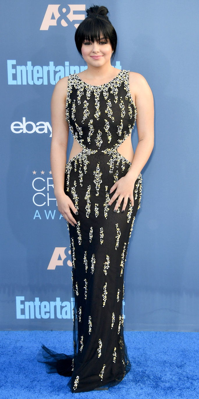 Глумица Ariel Winter attends The 22nd Annual Critics' Choice Awards at Barker Hangar on December 11, 2016 in Santa Monica, California.