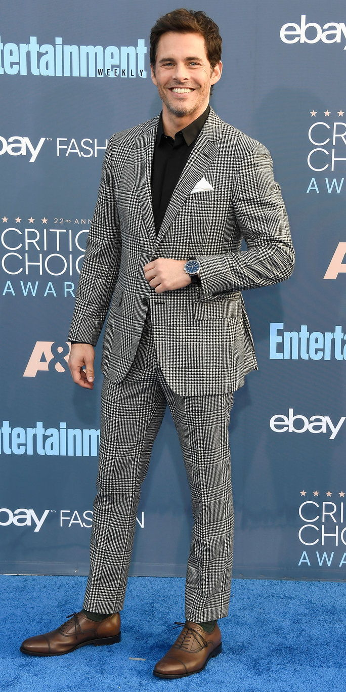 Глумац James Marsden attends The 22nd Annual Critics' Choice Awards at Barker Hangar on December 11, 2016 in Santa Monica, California.
