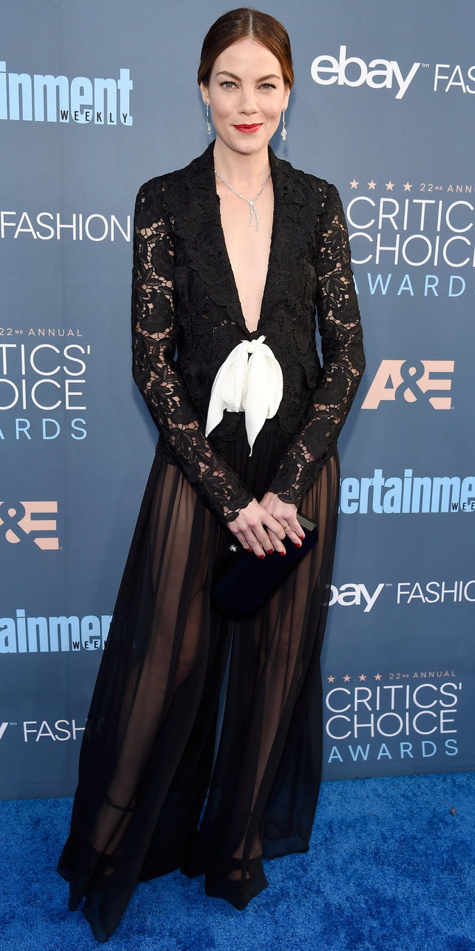 Глумица Michelle Monaghan attends The 22nd Annual Critics' Choice Awards at Barker Hangar on December 11, 2016 in Santa Monica, California.