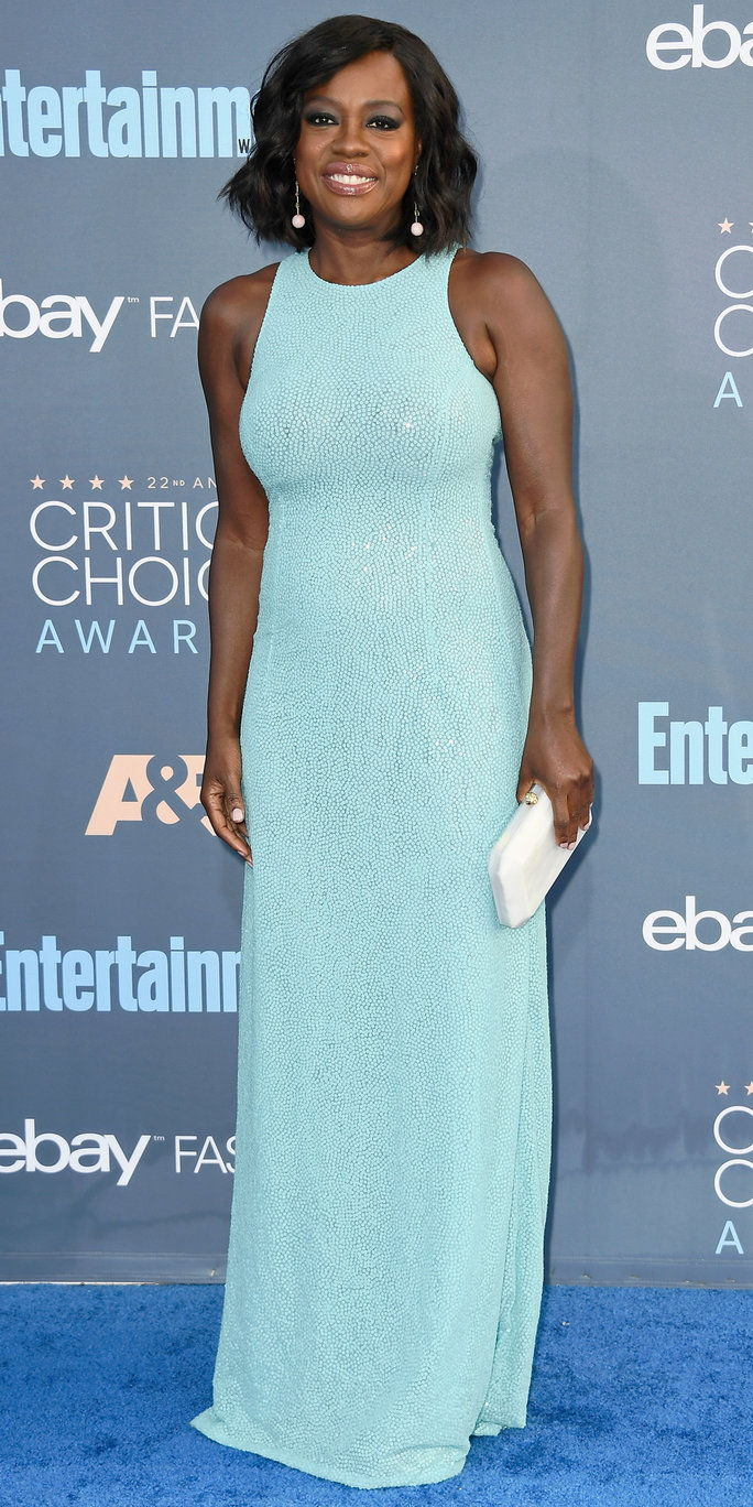 Глумица Viola Davis attends The 22nd Annual Critics' Choice Awards at Barker Hangar on December 11, 2016 in Santa Monica, California.