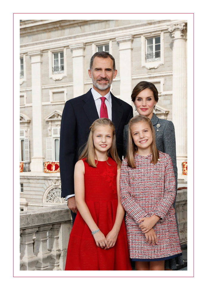 Кинг Felipe VI, Queen Letizia, Princess Leonor, and Infanta Sofía of Spain, 2017