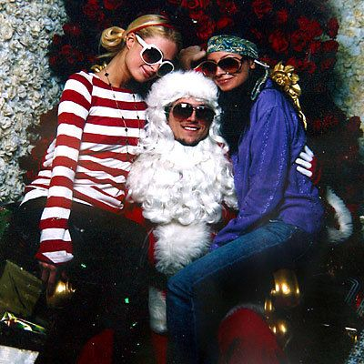 Париз Hilton and Nicole Richie - The Stars Visit Santa